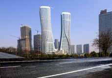 Высокие здания и скоростные дороги города Стоковые Фотографии RF