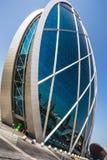 Высокие здания подъема и улицы в Дубае, UAE Стоковое Изображение RF