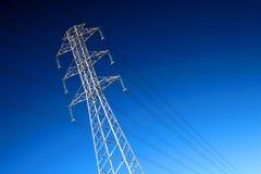 высокие линии приводят напряжение тока в действие Стоковые Изображения