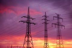 высокие линии приводят напряжение тока в действие Стоковое Изображение