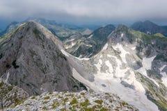 Высокие пики в горах известняка в облаках Стоковая Фотография