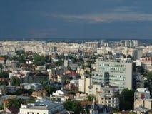 Высокий взгляд городского пейзажа сумрака Бухареста Стоковое фото RF