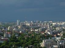 Высокий взгляд городского пейзажа сумрака Бухареста Стоковые Фотографии RF