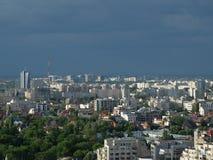 Высокий взгляд городского пейзажа сумрака Бухареста Стоковые Изображения