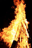 Высокий желтый костер Стоковая Фотография RF