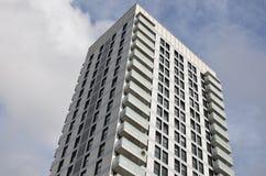 Высокий многоквартирный дом подъема стоковая фотография rf
