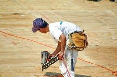 высокий техник roofer Стоковые Изображения RF