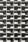 Высокий фасад подъема с рабочий-строителем Стоковые Изображения RF