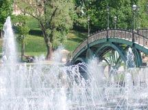 Высокий фонтан в парке города moscow Стоковое фото RF