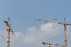 3 высоких краны и неба Стоковое Изображение