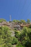 Высоковольтная линия электропередач в горах Стоковая Фотография