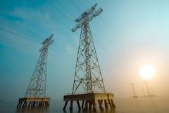 Высоковольтные башни передачи энергии Стоковые Фотографии RF