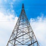 Высоковольтная башня провода стоковые изображения rf
