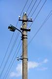 Высоковольтная линия электропередач на фоне неба Стоковое Фото