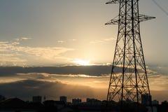 Высоковольтная опора с заходом солнца Стоковая Фотография