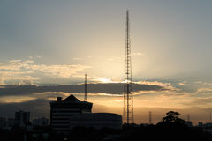 Высоковольтная опора с заходом солнца Стоковое Изображение