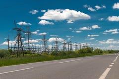 Высоковольтная опора энергии башни передачи электроэнергии Стоковые Фото