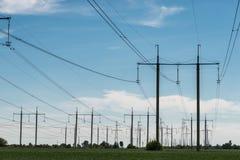 Высоковольтная опора энергии башни передачи электроэнергии Стоковые Фотографии RF