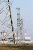 Высоковольтная предпосылка столба и электростанции Стоковая Фотография RF