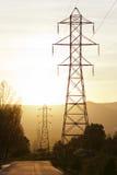 Высоковольтная электрическая линия башни стоковые изображения