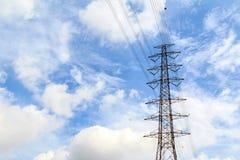 Высоковольтные башни имеют небо и облака Стоковое фото RF