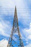 Высоковольтные башни имеют небо и облака Стоковые Изображения RF