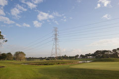 Высоковольтные башни передачи стоковая фотография rf