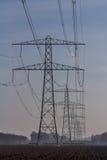 Высоковольтные линии электричества стоковые фото