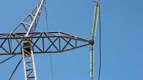 Высоковольтный изолятор и сила опоры распределения электричества стоковая фотография rf