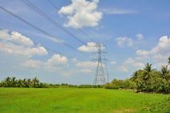 Высоковольтный поляк и естественный ландшафт Стоковое Фото