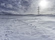 Высоковольтный столб в горе Стоковые Изображения
