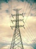 Высоковольтный столб, электрический поляк, опоры линии электропередач, высоковольтная сила p Стоковое Изображение RF