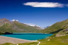 высокогорная бирюза озера Стоковая Фотография RF