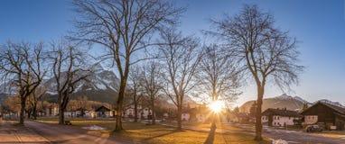 Высокогорная деревня под лучами солнца Стоковая Фотография RF