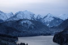Высокогорная панорама озера Alpsee стоковая фотография rf