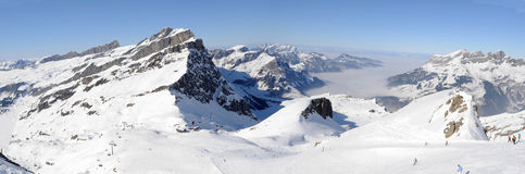 Высокогорное катание на лыжах на Engelberg Стоковое Изображение RF
