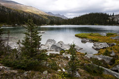 Высокогорное озеро, Британская Колумбия Стоковые Фото
