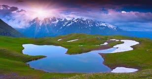 Высокогорное озеро в горах Кавказа. Стоковое Изображение