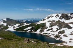 Высокогорное озеро в горах Beartooth стоковое изображение