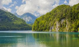 высокогорное озеро Ландшафт красивого озера в Альпах, Баварии, Германии Стоковые Изображения RF