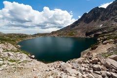 высокогорные горы озера colorado утесистые Стоковое фото RF