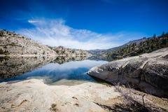 высокогорные отражения озера Стоковое Изображение RF