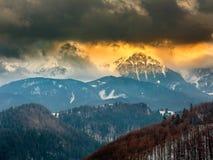Высокогорный ландшафт на заходе солнца Стоковая Фотография