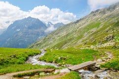 Высокогорный ландшафт с ручейком горы в Австрии Стоковое фото RF