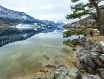Высокогорный взгляд и семья озера зимы Стоковые Изображения RF