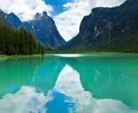 высокогорный взгляд лета озера Стоковое Изображение