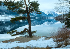 Высокогорный взгляд озера зимы Стоковые Фотографии RF