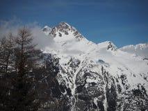 Высокогорный горный вид в снеге зимы Европы стоковые фото