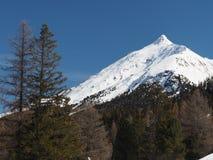 Высокогорный горный вид в снеге зимы Европы стоковое изображение