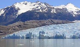 Высокогорный ледник приходя вниз от Mountians Стоковые Изображения